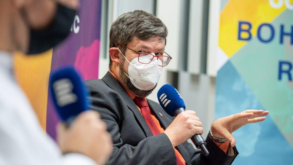 Redaktor Zahraniční redakce Pavel Novák na online debatě k reportáži