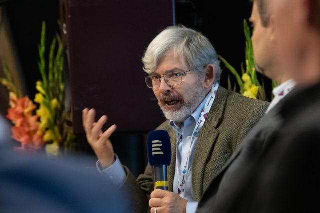 Americký novinář Jolyon Naegele při hodnocení reportážních příspěvků